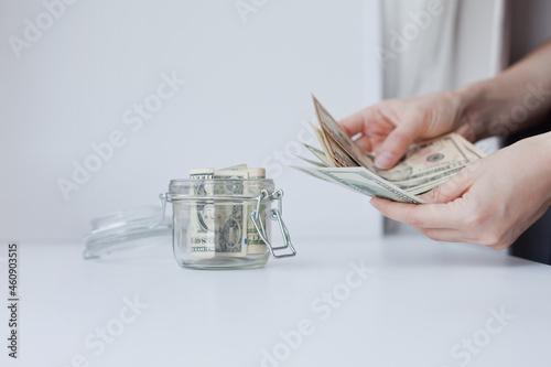 woman counting cash us dollars Fototapet