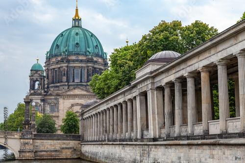 Photo Kolonnaden in Berlin mit Blick auf Berliner Dom