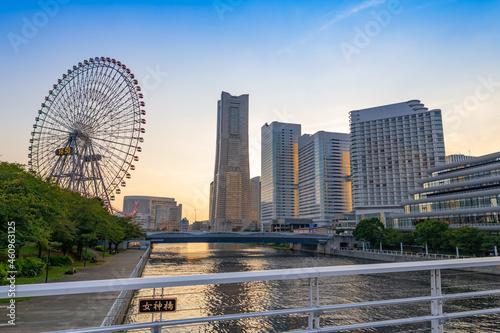 神奈川県横浜市 横浜みなとみらいの夕景 Fototapete