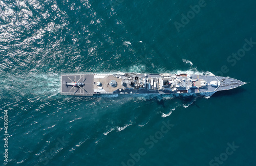 Fotografia Aerial view of naval ship, battle ship, warship, Military ship resilient and armed with weapon systems, though armament on troop transports