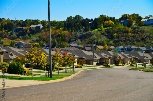 Fototapeta Modern homes line the  streets in a neighborhood of Bismarck, North Dakota