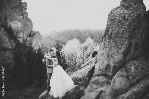 Sunshine portrait of happy bride and groom outdoor in nature location Fototapet