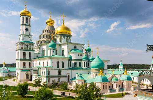 Obraz na plátně Picturesque summer view of Resurrection Cathedral of New Jerusalem Monastery at