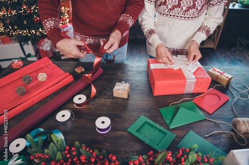 Murais de parede Cropped photo of two handy grandparents prepare packing presents wear ornament p