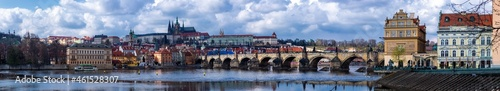 Fotografia View of the historical part of Prague with the Charles Bridge over the Vltava Ri