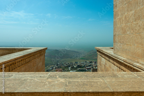 Fotomural Viewpoint with red sandstone balusters overlooking Mesopotamia from the city of