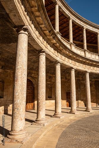 The unique circular patio of the Palace of Charles V (Palacio de Carlos V) with Fototapete
