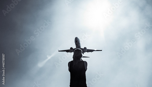 Valokuva Lady underneath Plane watching close up black and white landing arrival plane re