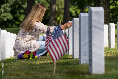 Fototapeta A Grieving Woman Shares Her Emotions With Her Fallen Veteran Family Member At A