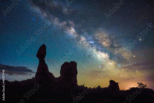 Tela Arches National Park at night