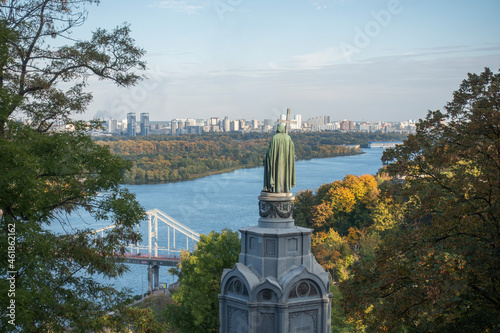 Canvastavla Autumn view of the monument to Vladimir the Baptist and the Dnieper river in Kie