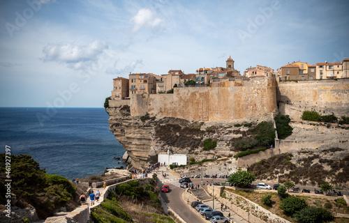 Obraz na plátně Ville de Bonifacio citadelle médiévale perchée sur une falaise