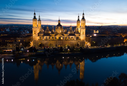 Obraz na plátně Aerial view of lighted Roman Catholic Basilica Our Lady of Pillar on background of Zaragoza cityscape and Ebro river at dusk, Spain
