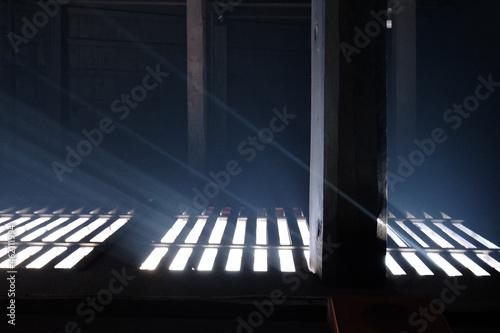 窓の隙間から入る古民家の光 Light of an old folk house entering through a window Fototapet