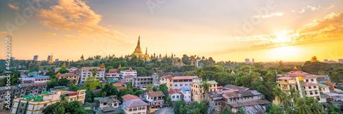 Shwedagon Pagoda in Yangon city, Myanmar Fotobehang