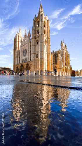 Monumental León s gothic cathedral with a beautiful water reflection in the ground