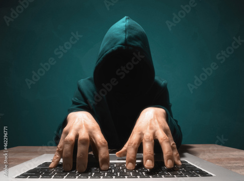 Fotografering Person in a hoodie is hacking computer networks security