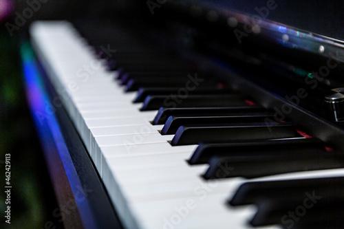 Fortepian pianino2