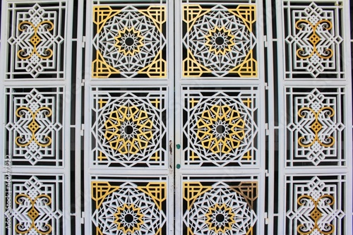 Obraz na plátně classic iron windows and walls in a mosque