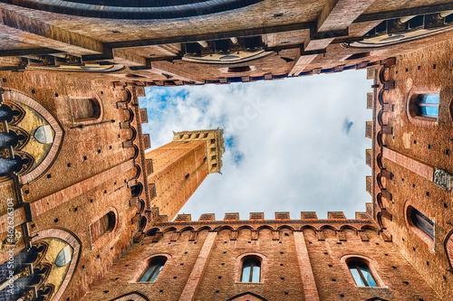 Murais de parede View from the bottom, patio of Palazzo Pubblico, Siena, Italy