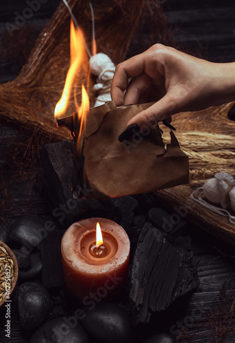 Fotografie, Obraz Evil witch performing ritual at table