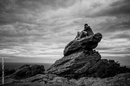Fototapeta silhouette of 2 person love on the stone