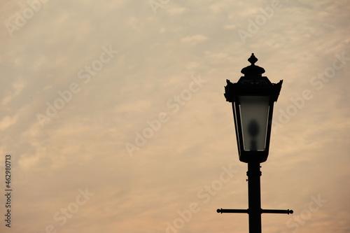 Obraz na plátne 夕暮時の、点灯する前の街灯