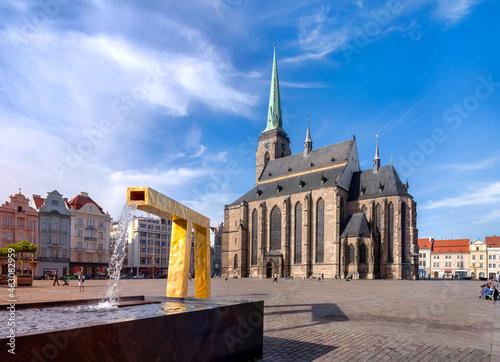 Fotografia Market square with cathedral in Pilsen, Czech republic