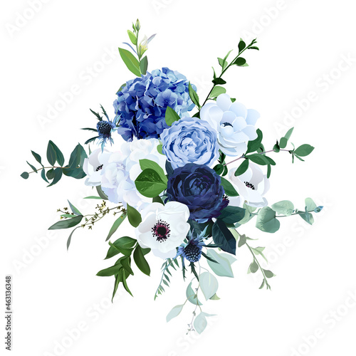 Foto Classic blue, navy garden rose, white hydrangea flowers, anemone, thistle