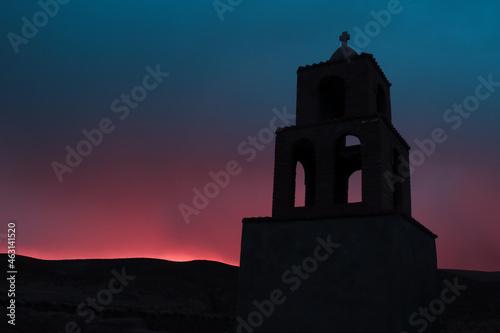 Silueta de Iglesia Colonial atardecer, (Puesta de sol) Fototapet