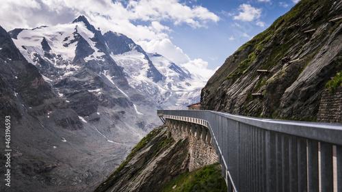 Fotografiet Sicherer Weg durch die Alpen