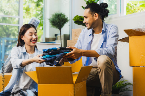 Tela love Asian couple fold cloths into box or take it out to prepare moving new hous