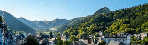 Fotografie, Obraz Le Mont-Dore et en fond le Puy de Sancy