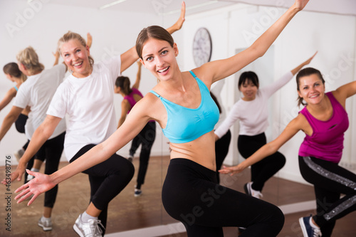 Slika na platnu Women dancing aerobics at lesson in the dance class