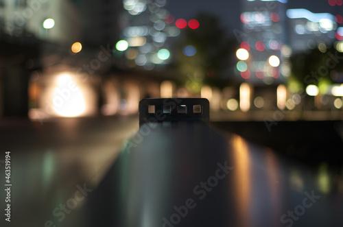 Fotografiet 手すりの向こうに見える明かり The light visible beyond the railing