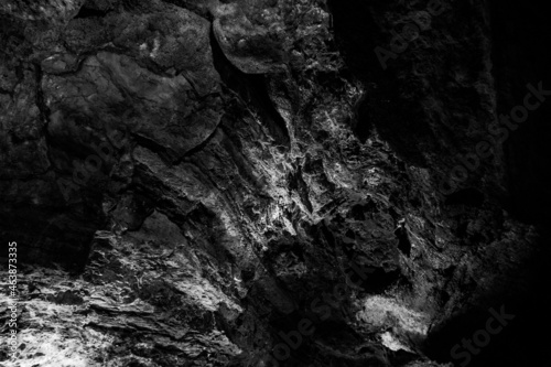 Fotografia Dark, colorfulTextures of the walls in a lava tube of Canaria island