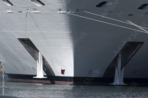 Photo cruise ship prow bow detail