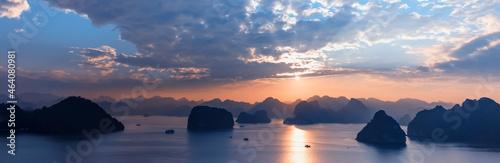 Fotografie, Obraz Halong bay at sunset in Vietnam