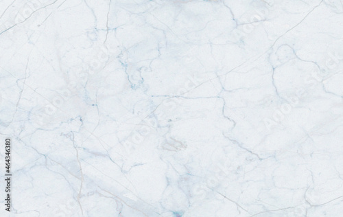 Tekstura z motywem marmuru w odcieniach bieli, błękitu, oraz szarości. Grafika cyfrowa przeznaczona do druku na tkaninie, płytkach ceramicznych, papierze ozdobnym, tapecie oraz do użycia jako tło.