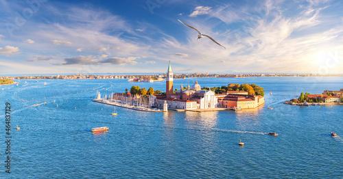 Fotografia Aerial view of San Giorgio Maggiore Island in the lagoon of Venice, Italy